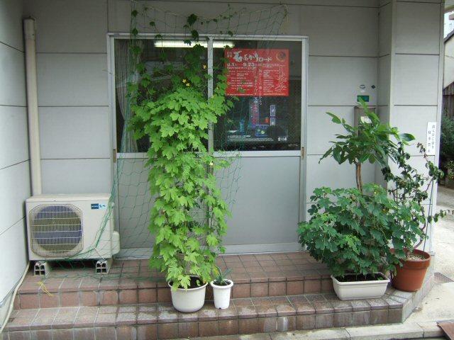 事務所玄関前